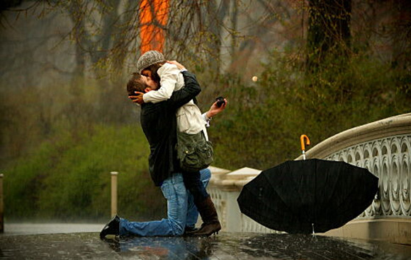 Surprise-Proposal-In-The-Rain